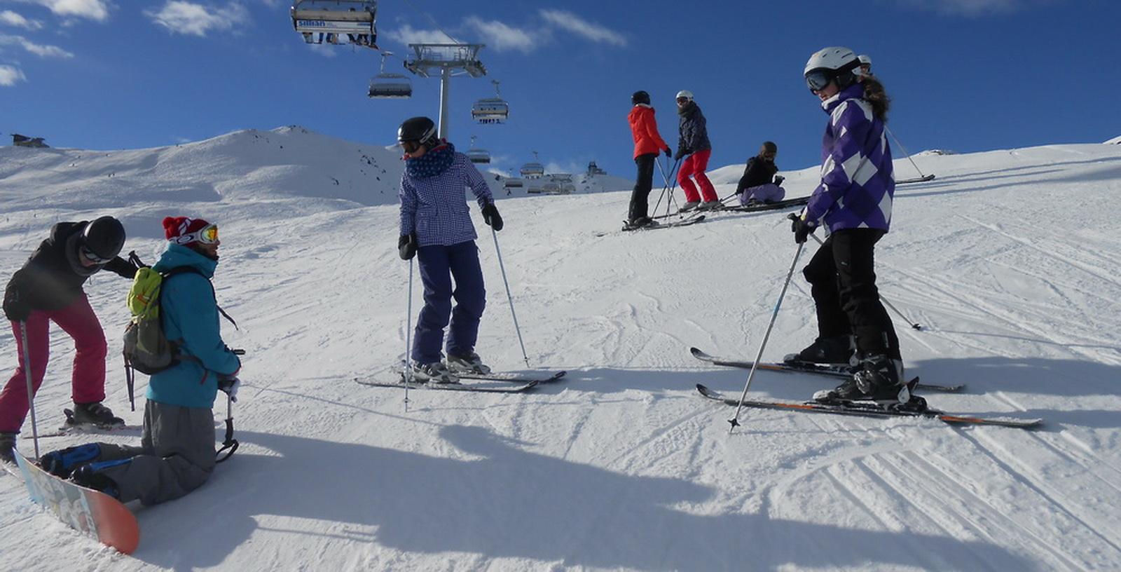 Winterfreizeit auf Ski & Snowboard